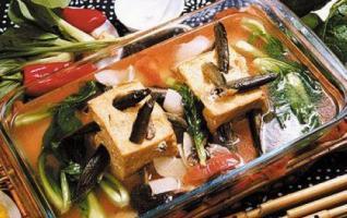 Loaches Inserting into Tofu( Ni Qiu Zuan Dou Fu)