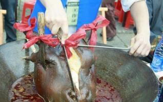 Zhangjiajie Tujia Bull Head Feast