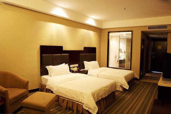 Phoenix Grand Hotel9