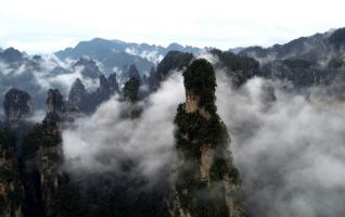 Zhangjiajie aerial landscape is misty, like a scroll
