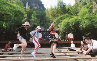 Zhangjiajie Visitors Enjoy Folk Customs Events