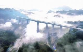 Qianjiang-Zhangjiajie-Changde High-railway Opens to Traffic