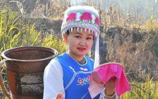 Embroidery skills help sew up the future in Zhangjiajie
