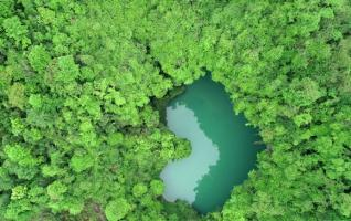 Heart-shaped lake a heavenly find in Zhangjiajie