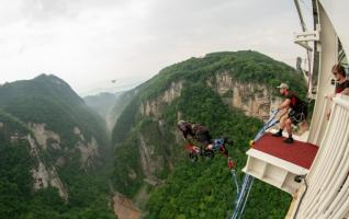 Zhangjiajie High altitude bungee jumping officially opened on December 15